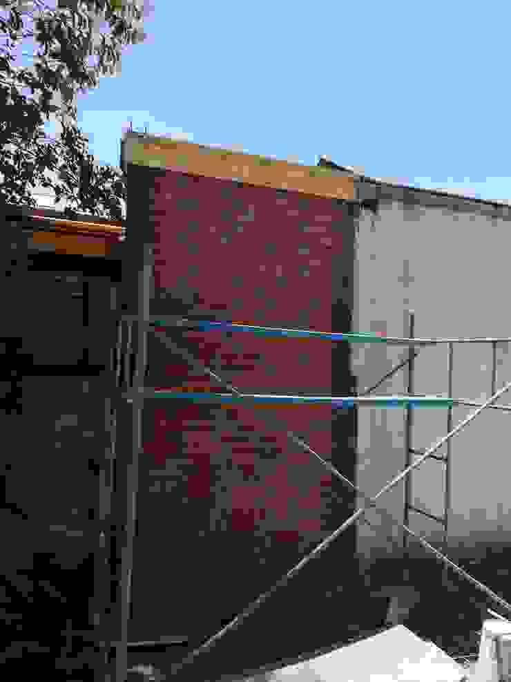Extension Muro CortaFuego Casas de estilo mediterráneo de Remodelaciones Santiago Eirl Mediterráneo