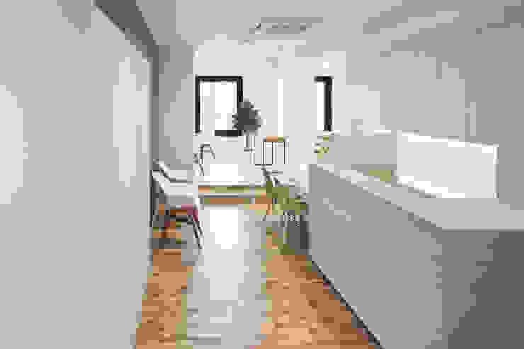 Modern Klinikler 水谷壮市 Modern Ahşap Ahşap rengi