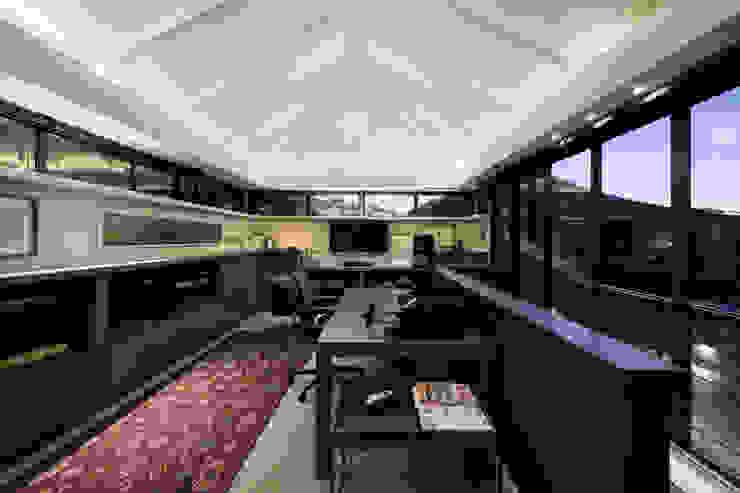 Estudios y oficinas clásicos de KMMA architects Clásico