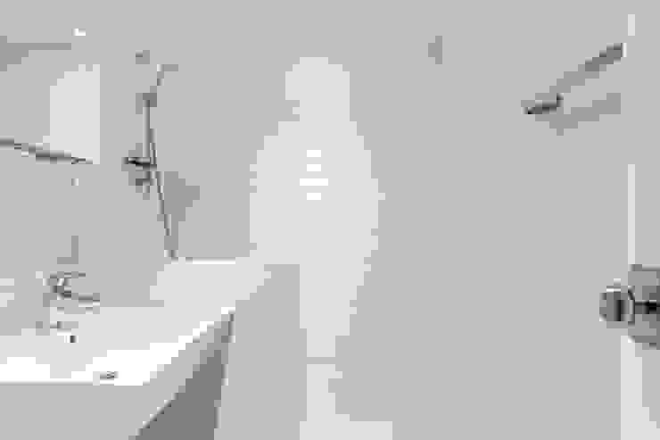 평창동 24PY 아파트 모던스타일 욕실 by 스튜디오 5mm 모던
