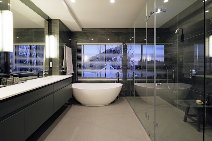 Modern bathroom by KMMA architects Modern