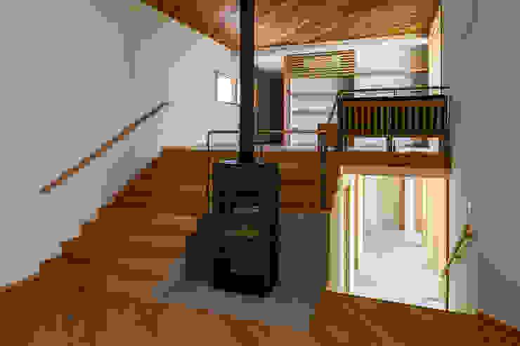 中山大輔建築設計事務所/Nakayama Architects Modern corridor, hallway & stairs Wood Wood effect