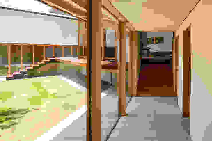中山大輔建築設計事務所/Nakayama Architects Modern corridor, hallway & stairs Stone