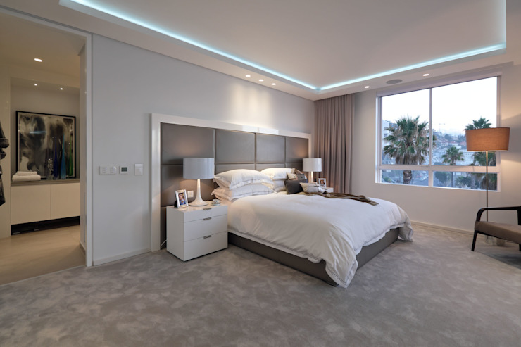 Penthouse The President Bantry Bay Modern style bedroom by KMMA architects Modern