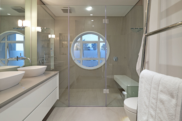 Penthouse The President Bantry Bay Modern bathroom by KMMA architects Modern
