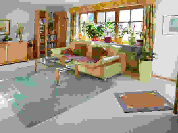 Wohnzimmer vorher:   von T-raumKONZEPT - Interior Design im Raum Nürnberg,