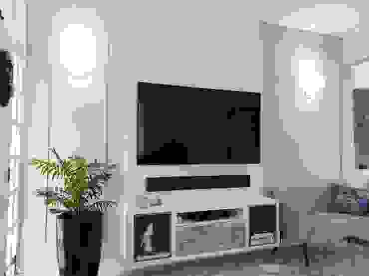 Sala de TV Larissa Minatti Interiores Salas de estar clássicas