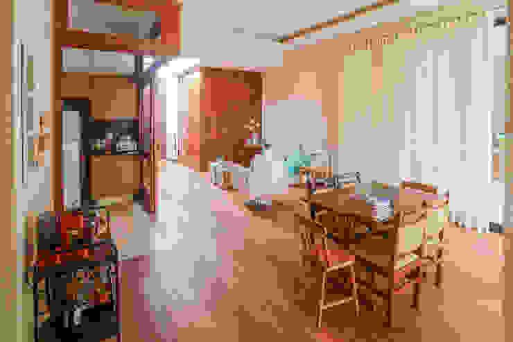 Столовая комната в стиле модерн от Lozí - Projeto e Obra Модерн