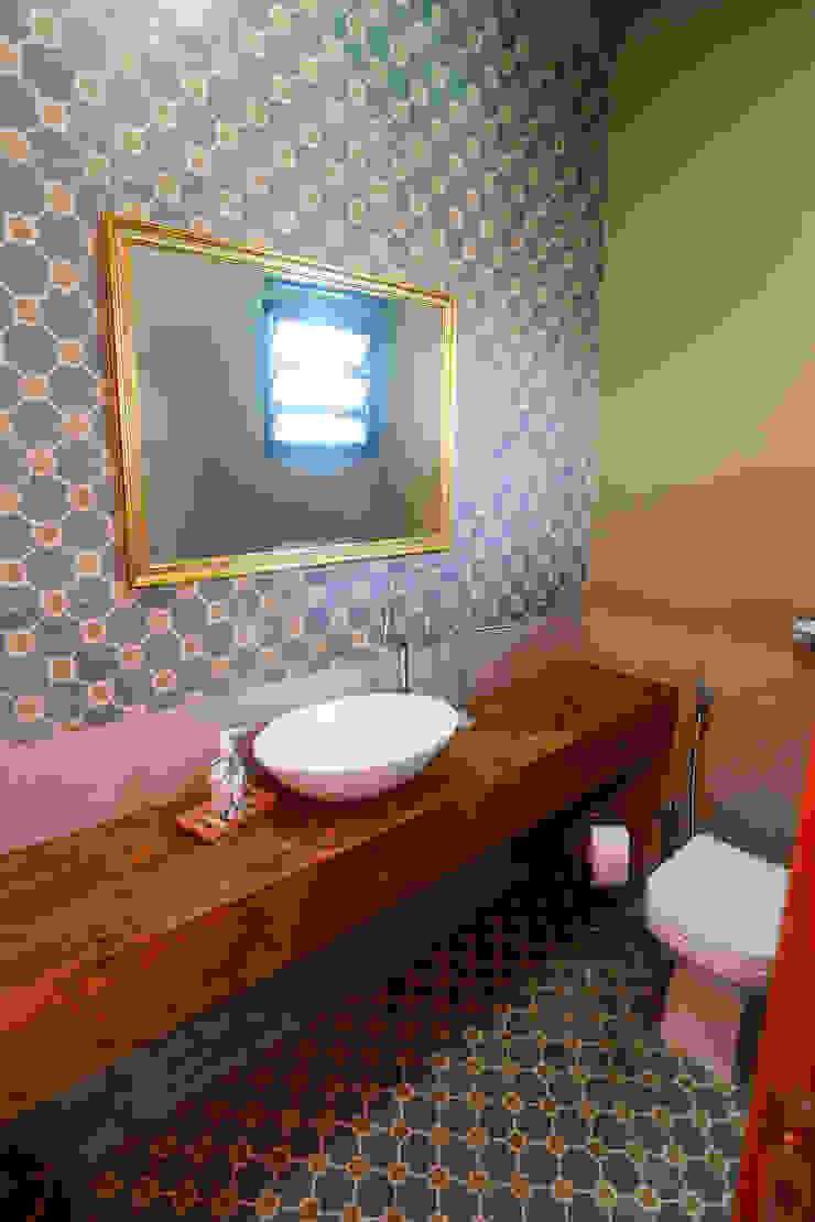 Ванная комната в стиле модерн от Lozí - Projeto e Obra Модерн