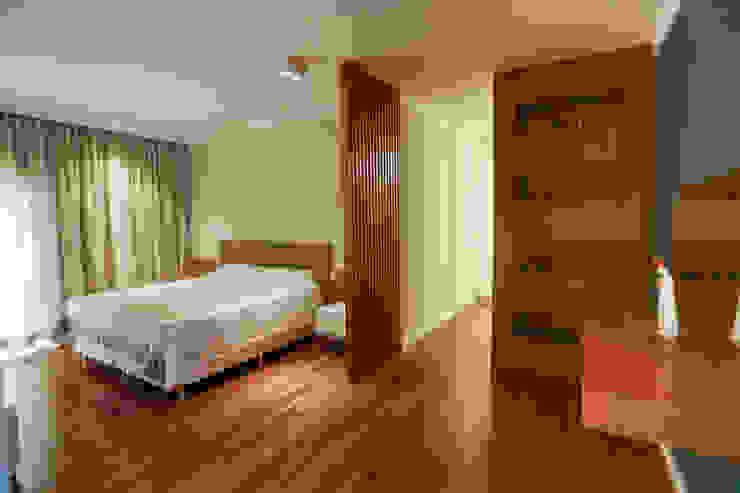 Спальня в стиле кантри от Lozí - Projeto e Obra Кантри