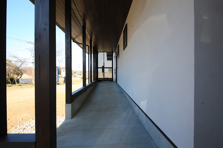 Asian style corridor, hallway & stairs by 田村建築設計工房 Asian
