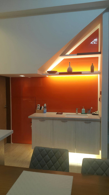 樓梯下洗手檯及收納隱藏門片 houseda 樓梯 玻璃 Orange
