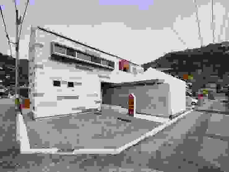 イシウエヨシヒロ建築設計事務所 YIA Wooden houses Iron/Steel White