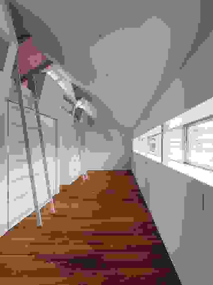イシウエヨシヒロ建築設計事務所 YIA Modern nursery/kids room