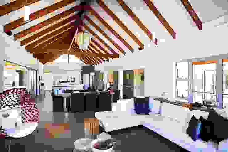 House in Simbithi, Ballito Modern living room by John Smillie Architects Modern
