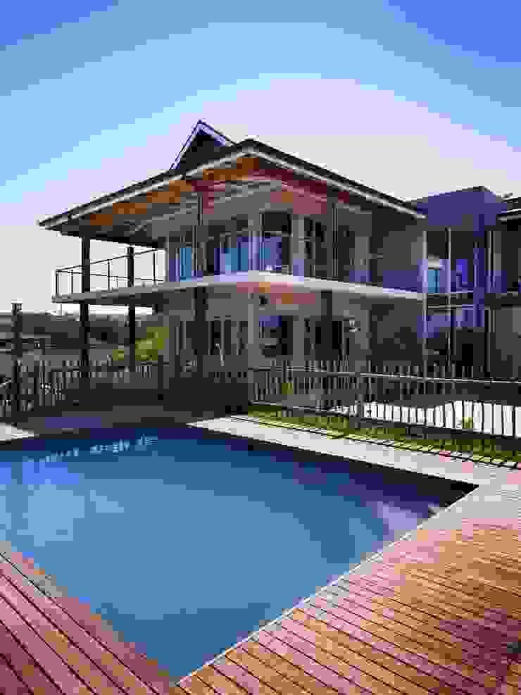 House in Simbithi, Ballito Modern houses by John Smillie Architects Modern
