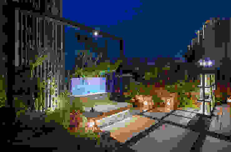 Balcones y terrazas de estilo tropical de 大地工房景觀公司 Tropical