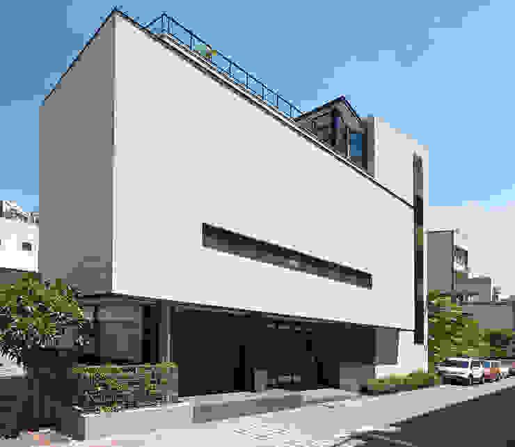 凸透設計事務所 根據 凸透設計-光庭建設 簡約風