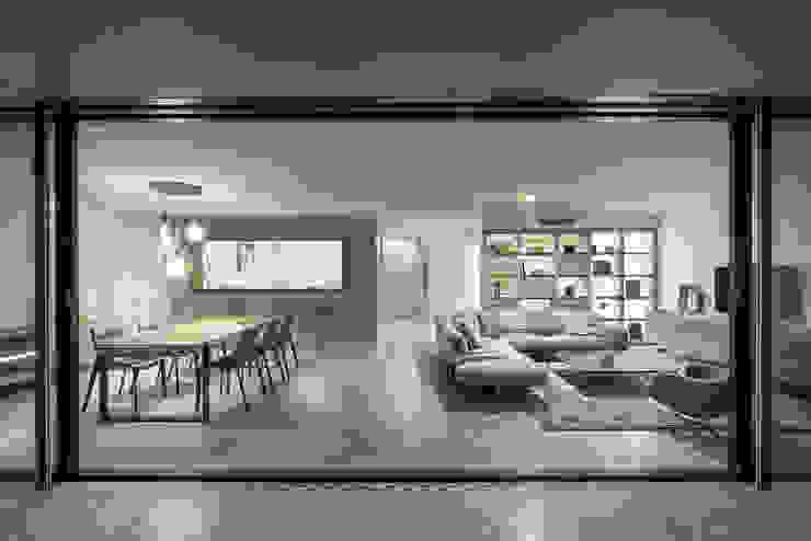 Modern Living Room by TM Italia Modern