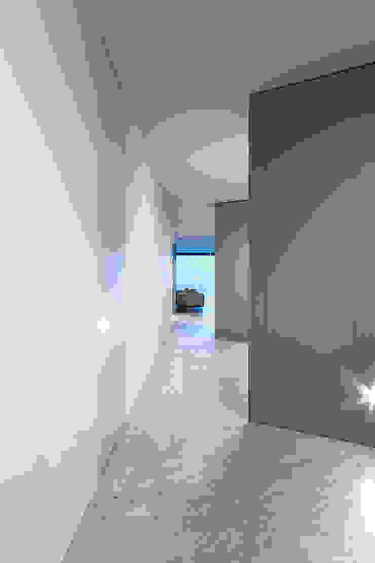 Modern style doors by TM Italia Modern