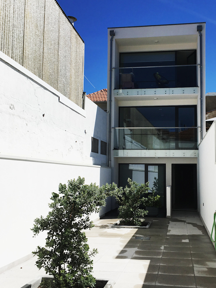 GAAPE - ARQUITECTURA, PLANEAMENTO E ENGENHARIA, LDA Casas multifamiliares