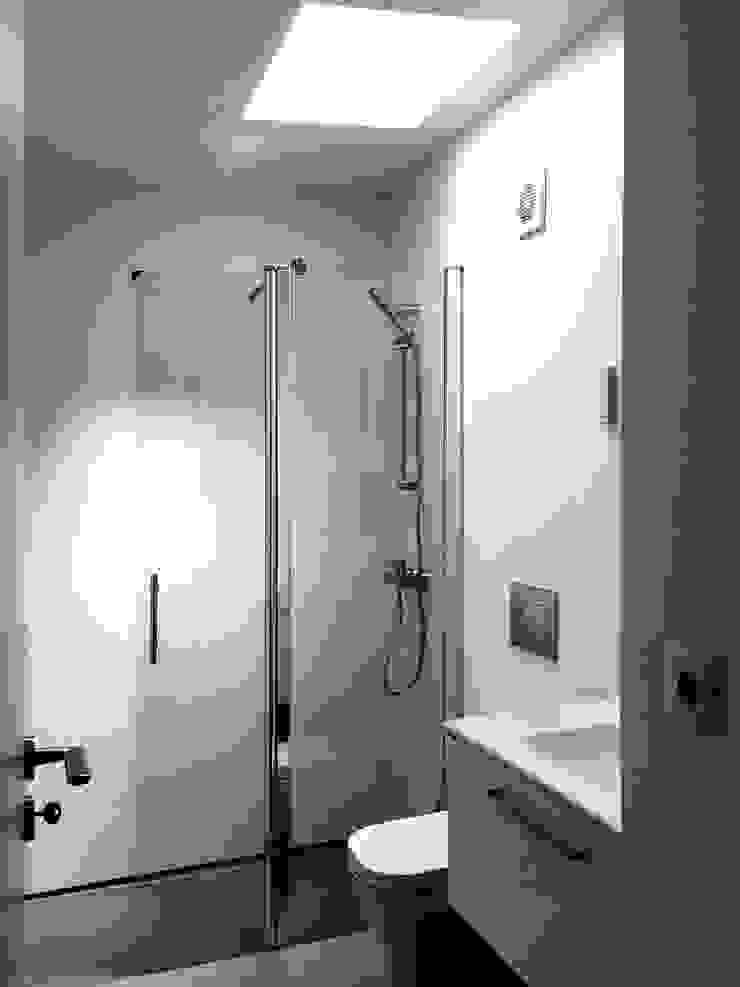 Modern bathroom by GAAPE - ARQUITECTURA, PLANEAMENTO E ENGENHARIA, LDA Modern