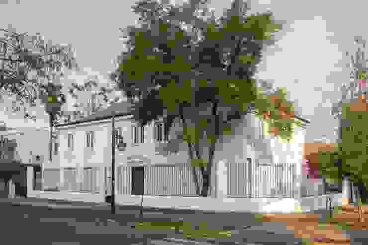 Vivienda Manuel Infante/ Oficinas de Bau-czek Spa Clásico