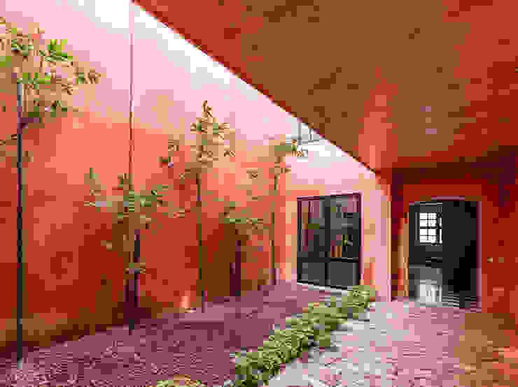 Patio Pasillos, vestíbulos y escaleras modernos de Taller Estilo Arquitectura Moderno Concreto