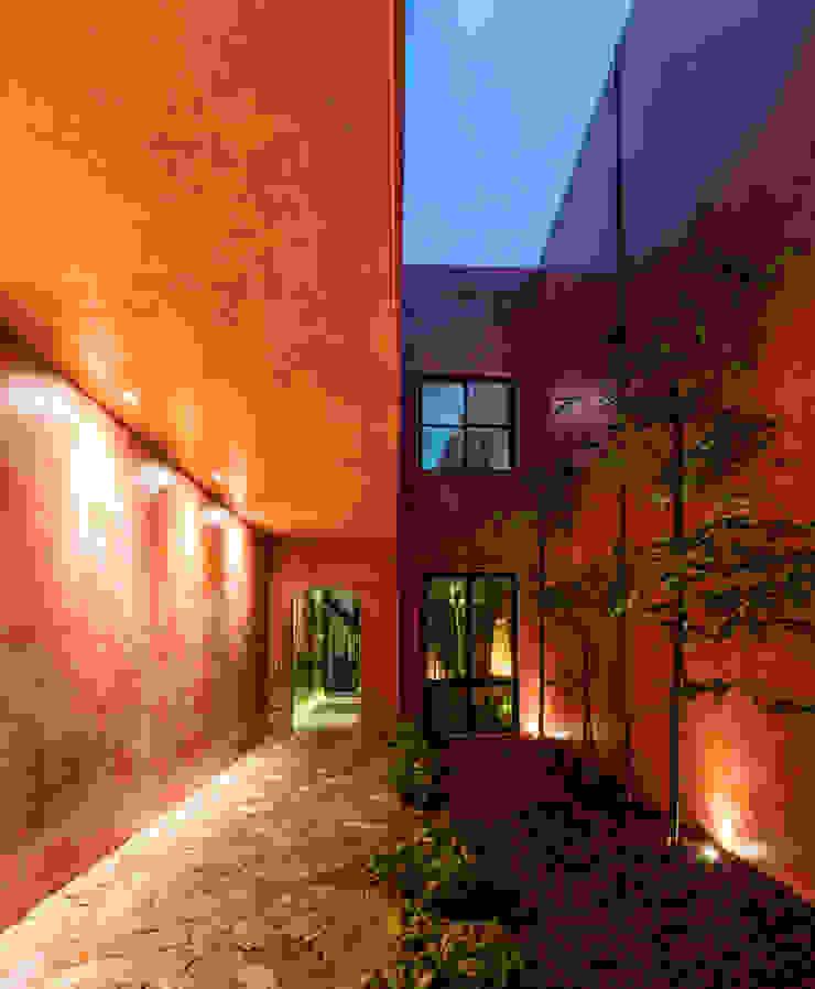 Patio noche Pasillos, vestíbulos y escaleras modernos de Taller Estilo Arquitectura Moderno Concreto