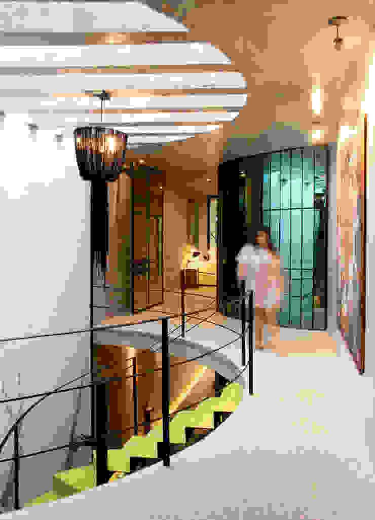 Pasillo Pasillos, vestíbulos y escaleras modernos de Taller Estilo Arquitectura Moderno Concreto
