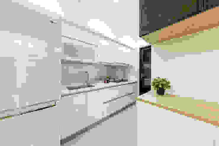 廚房 現代廚房設計點子、靈感&圖片 根據 元作空間設計 現代風