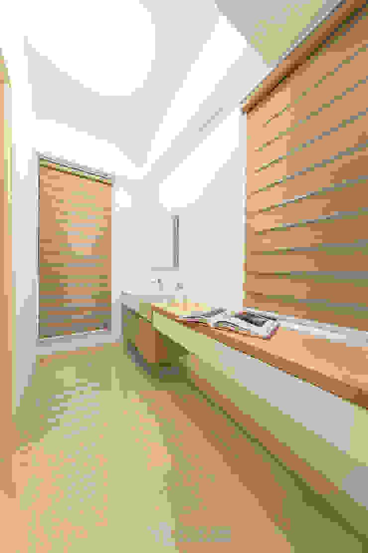 浴室梳妝台 現代浴室設計點子、靈感&圖片 根據 元作空間設計 現代風