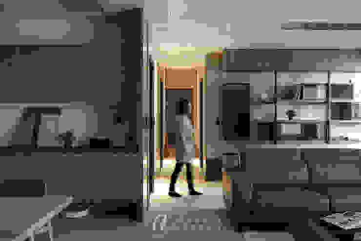 SU House‧擁樂 现代客厅設計點子、靈感 & 圖片 根據 元作空間設計 現代風