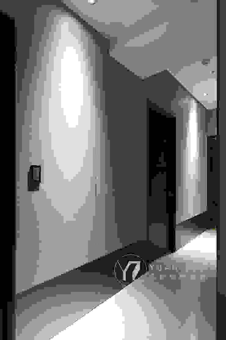 走廊 現代風玄關、走廊與階梯 根據 元作空間設計 現代風