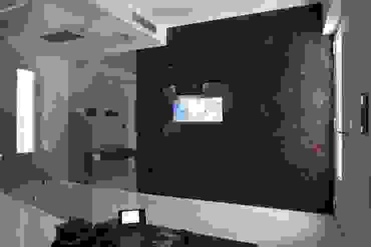 by Domonova Soluciones Tecnológicas para tu vivienda en Madrid Minimalist