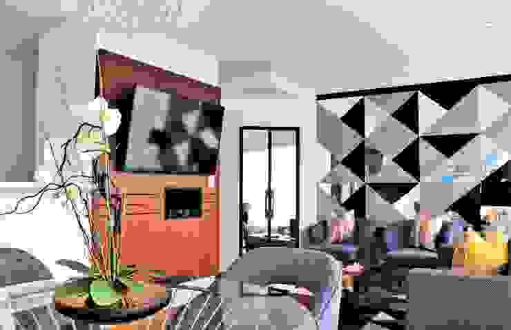 Proyecto SC: Salas / recibidores de estilo  por Mario Ramos