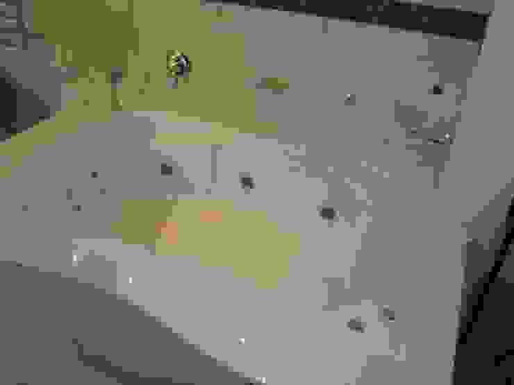 Platekloof Glen Modern bathroom by Vishay Interiors Modern