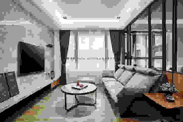 在異鄉思念 现代客厅設計點子、靈感 & 圖片 根據 安提阿設計有限公司 現代風 塑木複合材料