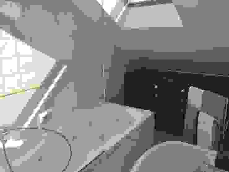 現代浴室設計點子、靈感&圖片 根據 EU LISBOA 現代風