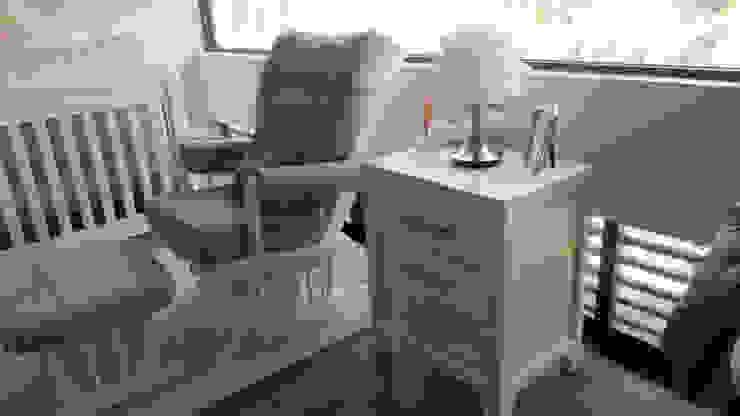 El estilo clásico del mueble adaptado a un espacio para bebés Espacio M Recámaras para bebés Madera Rosa