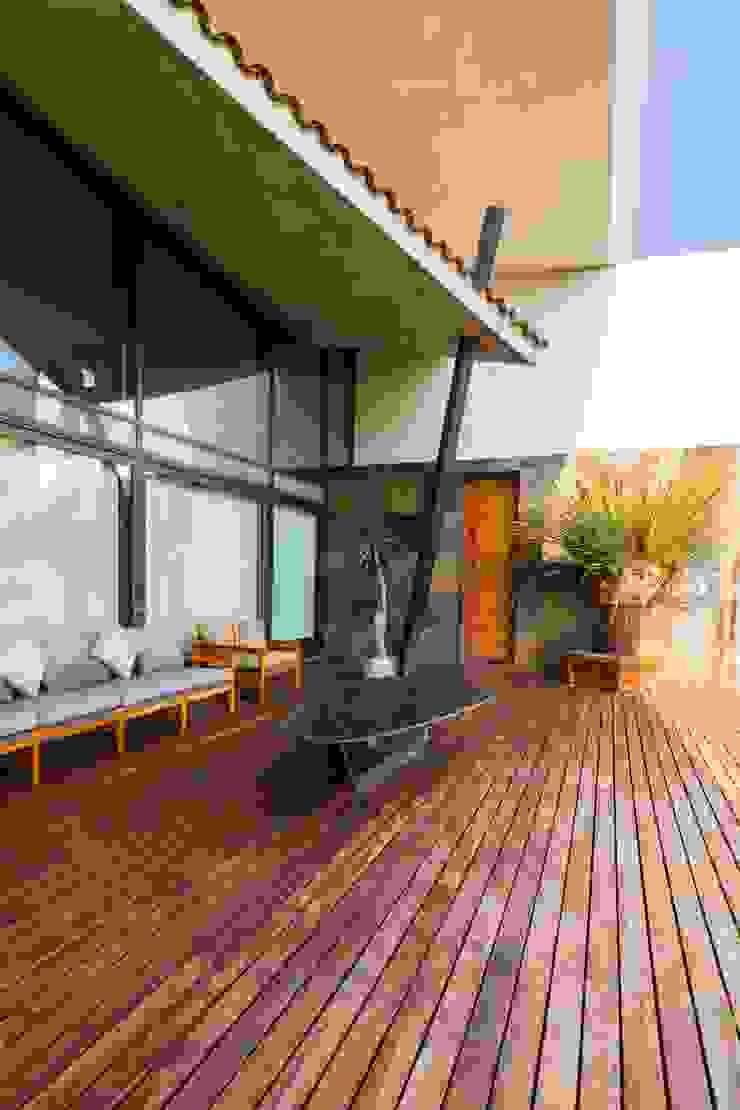 JN-01 GRUPO VOLTA Balcones y terrazas modernos