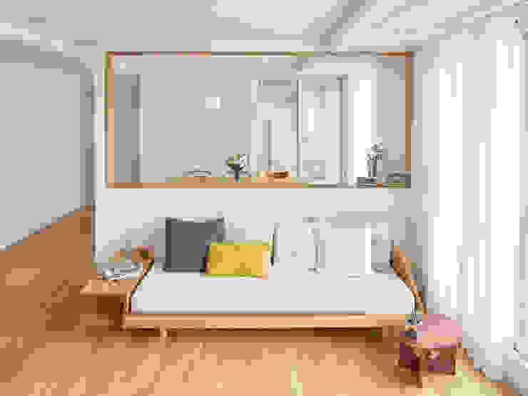 Modern living room by 메리래빗디자인 Modern