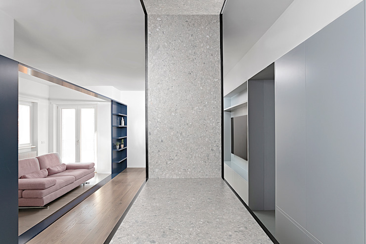 Minimalist corridor, hallway & stairs by Mohamed Keilani Interiors Minimalist
