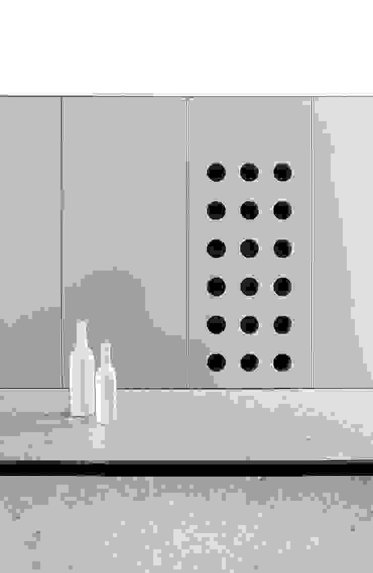 Minimalist dining room by Mohamed Keilani Interiors Minimalist