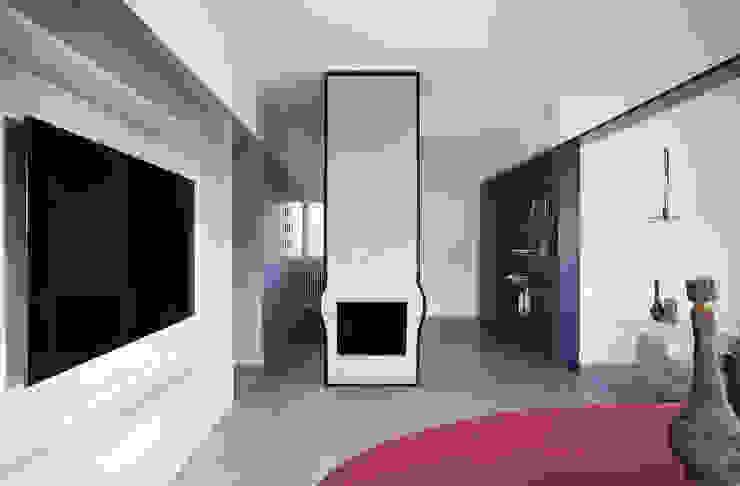 Minimalist living room by Mohamed Keilani Interiors Minimalist