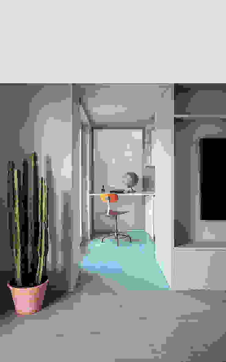 Minimalist kitchen by Mohamed Keilani Interiors Minimalist