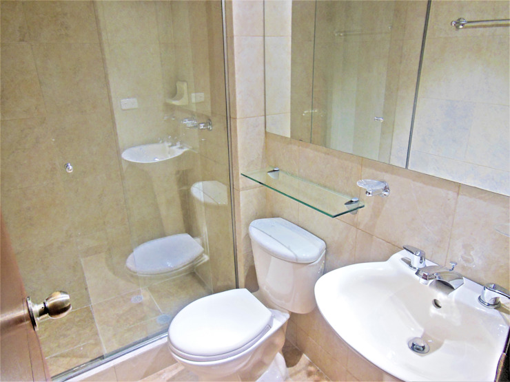 Salle de bain minimaliste par AlejandroBroker Minimaliste