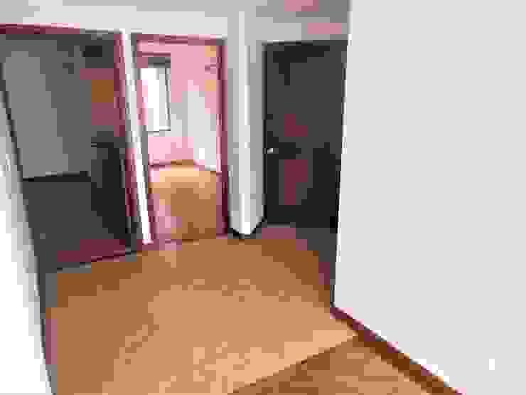 Couloir, entrée, escaliers minimalistes par AlejandroBroker Minimaliste