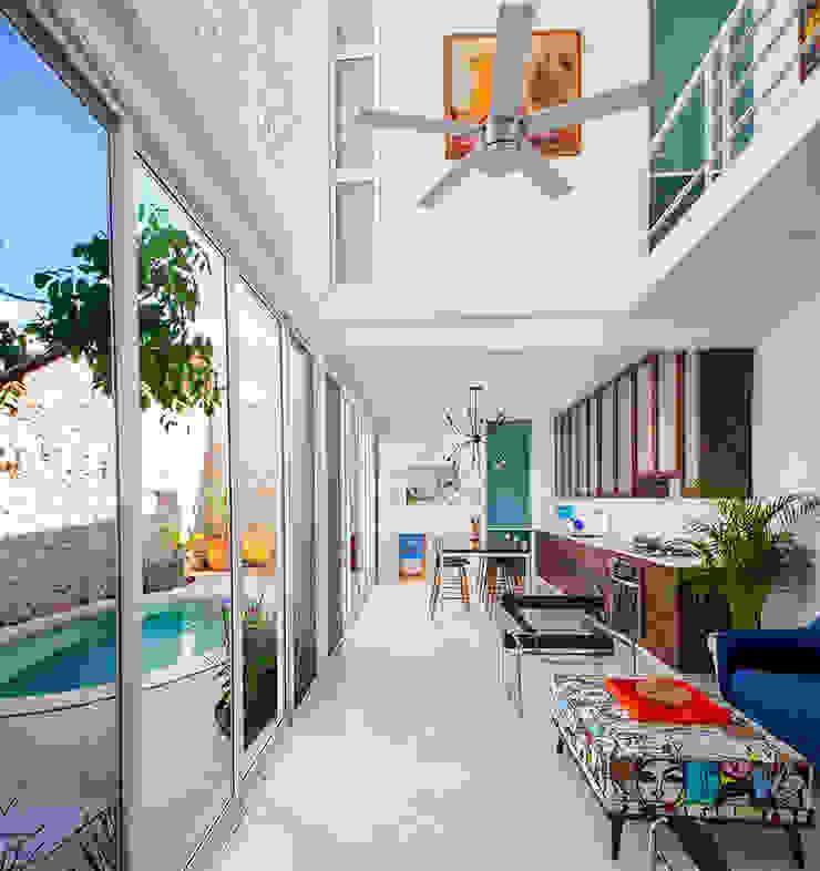 Koridor & Tangga Modern Oleh Taller Estilo Arquitectura Modern Besi/Baja