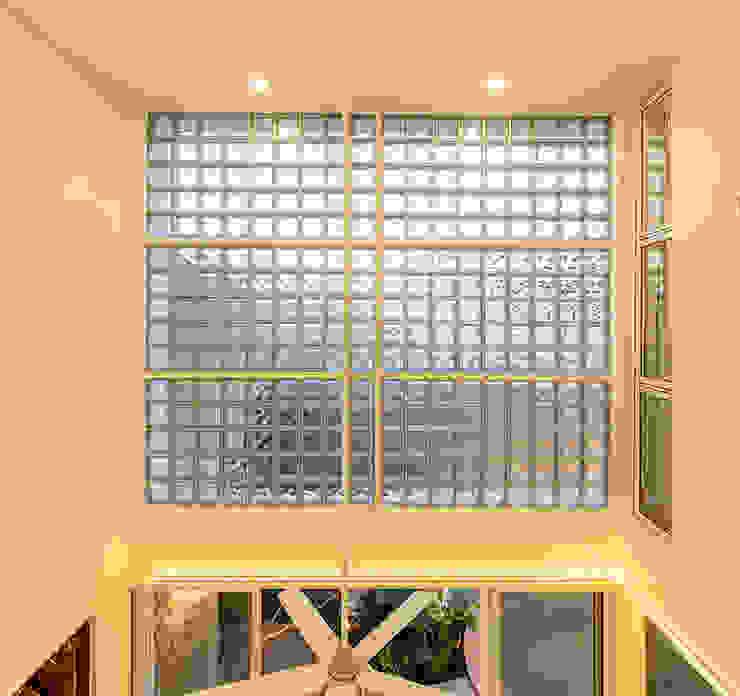 Koridor & Tangga Modern Oleh Taller Estilo Arquitectura Modern Kaca